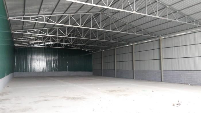 Cho thuê kho, xưởng 900m2 mới xây, tôn lạnh, quạt thông, container vào, có 3 pha.