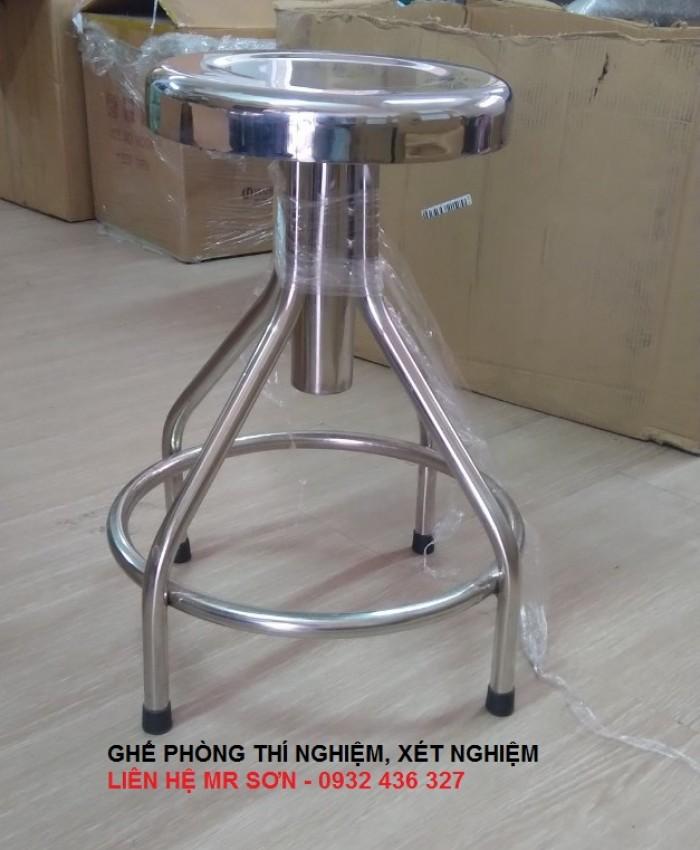 Model tuy chọn : - Nâng hạ chiều cao bằng cách xoay mặt ghế.