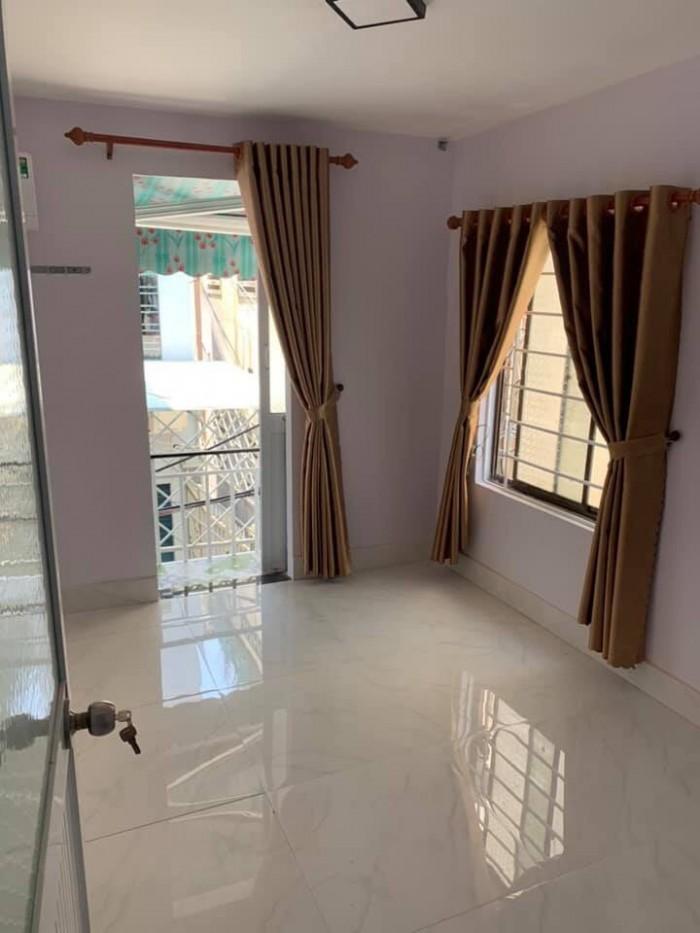 Bán nhà mới xây 2 tầng sau lưng 1 căn mặt tiền Hải Phòng, đối diện Ga Đà Nẵng
