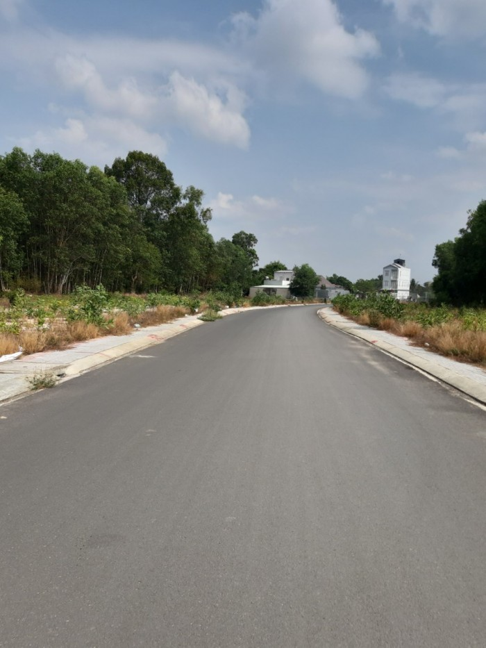 Bán đất gần QL 51, xã Lộc An, đã có sổ riêng, xây dựng liền