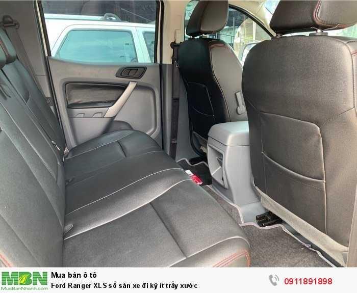 Ford Ranger XLS số sàn xe đi kỹ ít trầy xước
