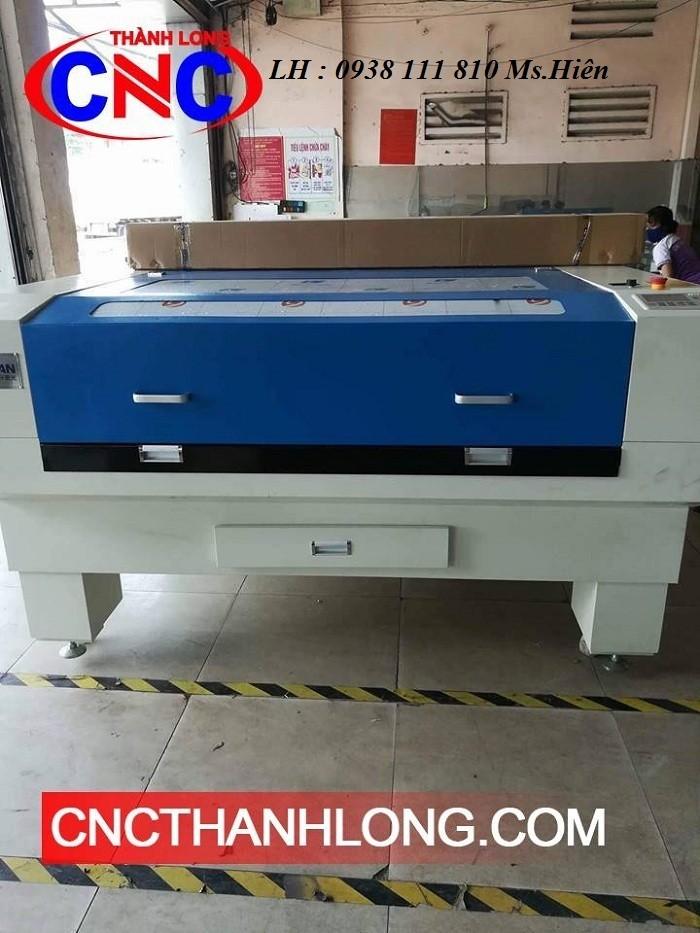 Máy laser cắt khắc gỗ , máy laser cắt vải 1610 2 đầu0