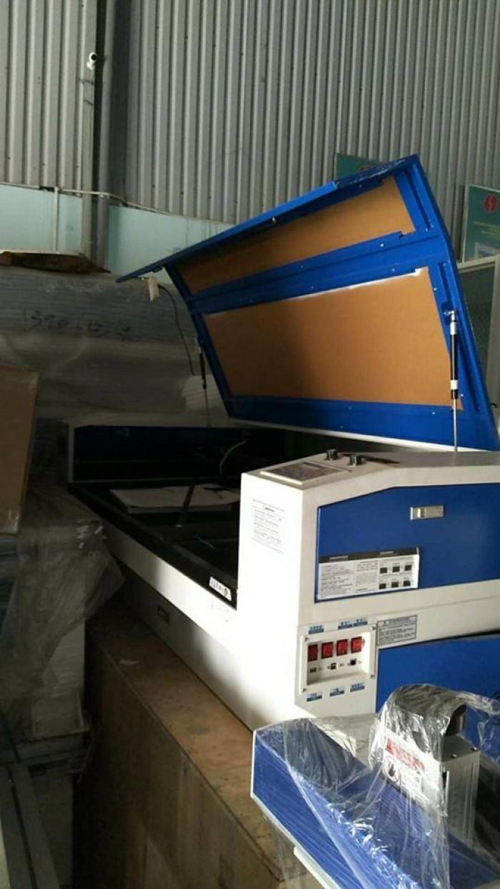 máy laser khắc chân dung lên mica tại Quy Nhơn