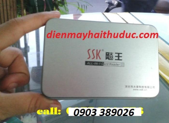Đầu đọc thẻ SSK SCRM025  • Siêu mỏng. Đọc và ghi các loại thẻ sau: CF/II/MD/MS/MSPro MS-DUO/MS-PRO-DUO /MS-MG MS-PRO-MG/MS-ROM/SD / MMC / MMCII Mini-SD / RS-MMC / T-Flash / SM/X Card