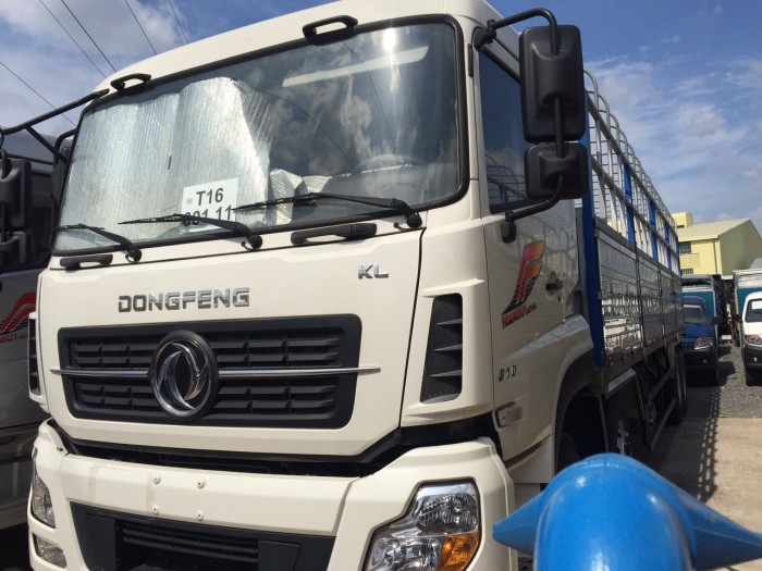 Xe tải Dongfeng Hoàng Huy 4 chân YC310 đời 2017 thuộc dòng xe tải hạng nặng được tập đoàn tài chính Hoàng Huy nhập khẩu nguyên chiếc về Việt Nam, là dòng xe chất lượng, mẫu mã bắt mắt được người tiêu dùng tin dùng và được đánh giá cao nhất trong phân khúc dòng xe 4 chân, đem đến hiệu quá kinh tế cao nhất cho người tiêu dùng.