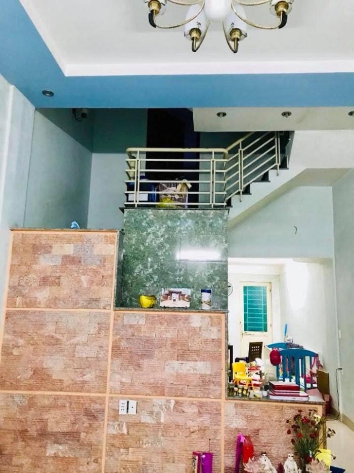 Nhà 2.5 tầng, 3 phòng ngủ, 4wc, 1 khách, 1 bếp. Đường rộng 5m. Hướng Đông Nam