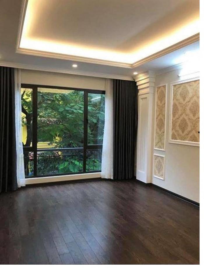 Bán nhà 40m2 MT 4,2m x 5 tầng mới, kinh doanh, ô tô đỗ phố Hoa Bằng, giá 4.9 tỷ.