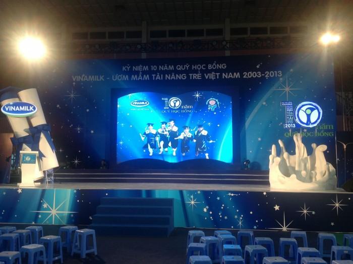 Màn hình Led sân khấu chuyên nghiệp với Led P7 display từ Màn hình Led Âu Lạc (Alta Media)