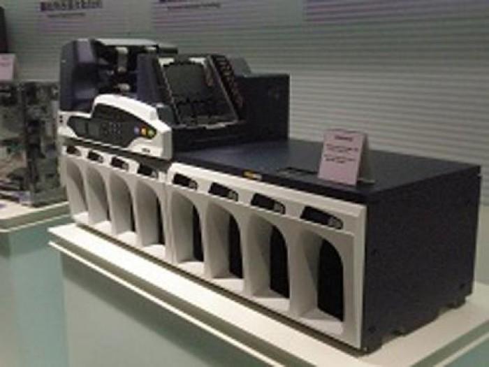 Máy kiểm đếm và phân loại tiền Glory UW-6000