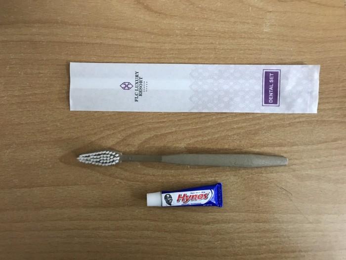 Bộ bàn chải kèm kem đánh răng dùng 1 lần cho khách sạn giá rẻ2