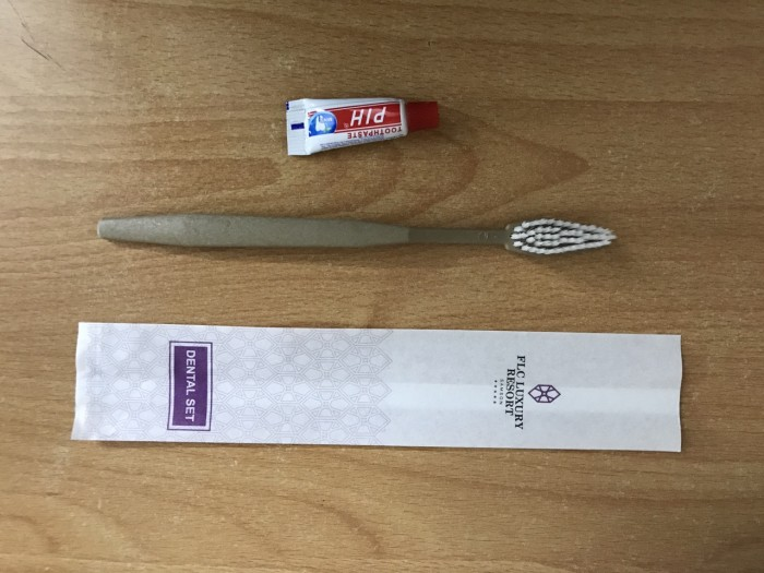 Bộ bàn chải kèm kem đánh răng dùng 1 lần cho khách sạn giá rẻ0
