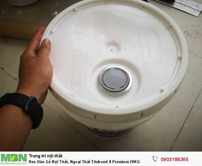 Titebond II Premium có độ kết dính ban đầu cao, khả năng chà nhám và đánh bóng dễ dàng.  Sản phẩm được Cục quản lý dinh dưỡng và dược phẩm Hoa Kỳ (FDA) chấp thuận dùng cho các sản phẩm có tiếp xúc gián tiếp với thực phẩm.  Keo dán gỗ cao cấp Titebond II Premium cũng rất thích hợp để dùng trong những hệ thống máy dán ghép gỗ bằng sóng cao tần (R_F) Titebond II Premium sử dụng dễ dàng, không chứa độc tố và có thể rửa sạch bằng nước.