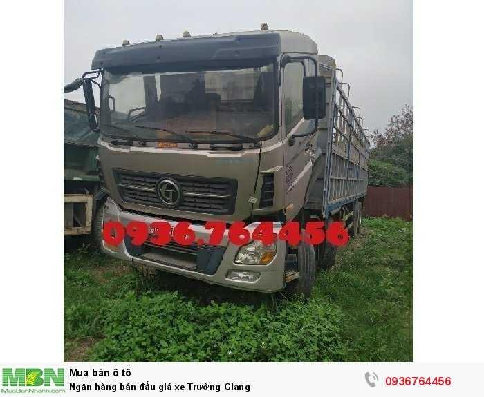 Ngân hàng bán đấu giá xe Trường Giang 1