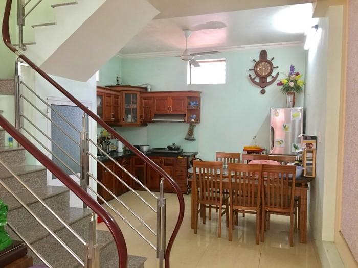 Nhà 3 tầng, 56m2(ngang4.5m), độc lập, đường Khúc Thừa Dụ, Đông Nam, ôtô đỗ cổng. Giá 1,4 tỷ