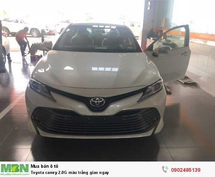 Toyota camry 2.0G màu trắng giao ngay