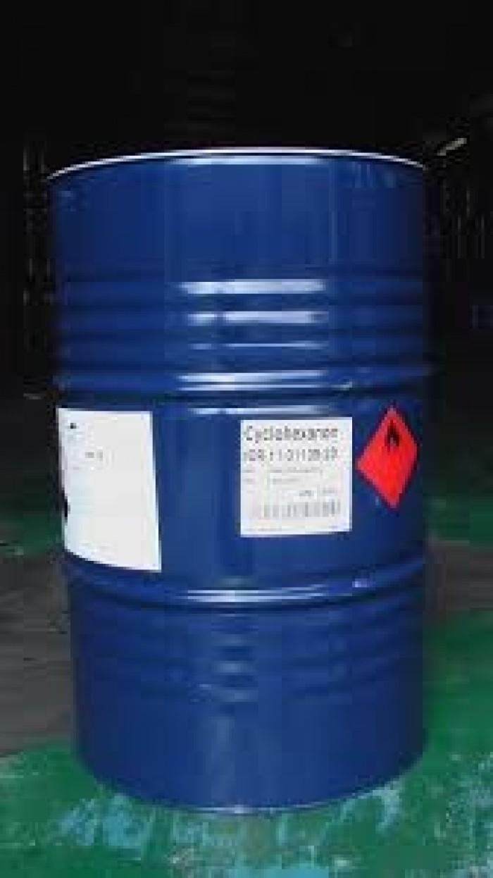 Axeton là một dung môi tốt cho nhựa và một số sợi tổng hợp. Axeton được dùng để pha loãng nhựa polieste, được sử dụng trong các chất tẩy rửa, dụng cụ làm sạch, Dùng để pha keo epoxy 2 thành phần trước khi đóng rắn và được sử dụng như một trong những thành phần dễ bay hơi của một số loại sơn và vecni. Như một chất tẩy nhờn nặng, axeton rất hữu ích trong việc làm sạch kim loại trước khi sơn.1