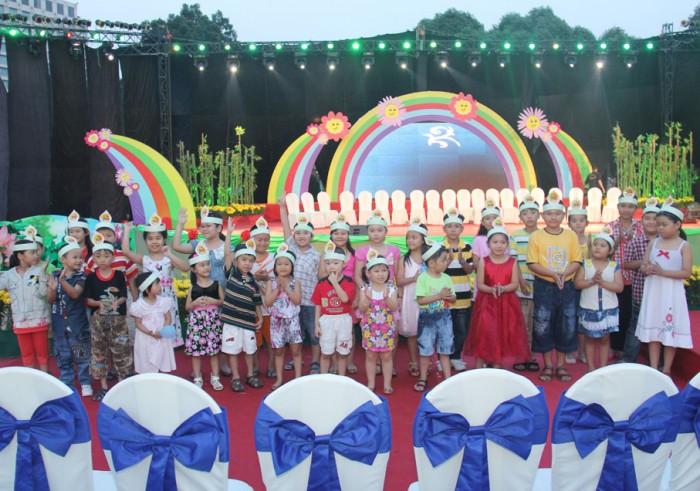 Cho thuê màn hình Led P16 - màn hình Led sân khấu chương trình ca nhạc, chiếu phim thiếu nhi hàng tuần tại sân khấu Sen Hồng