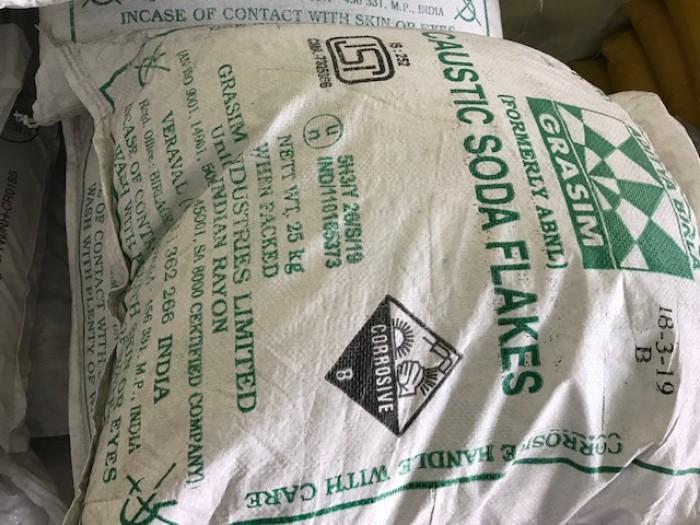 XUT99%- ẤN ĐỘ Công Thức : NaOH •Hàm lượng : 99% •Xuất xứ : Ấn Độ •Đóng gói : 25kg/1bao •Hóa chất được sử dụng rộng rãi trong nhiều ứng dụng quy mô lớn như: sản xuất giấy và bột giấy, sản xuất xà phòng, chất tẩy rửa cũng như trong các nhà máy xử lý nước. •Sản phẩm được sử dụng trong quy trình chế tạo nhôm của Bayer cũng như để loại bỏ tạp chất lưu huỳnh ra khỏi dầu thô. •Hóa chất cũng được sử dụng trong sản xuất dầu diesel sinh học, rayon (chỉ nhân tạo) và giấy bóng kính. Mọi chi tiết vui lòng liên hệ Ms Chung – 0937.967686 Email: chung.ho0130@gmail.com CÔNG TY CỔ PHẦN QUỐC TẾ TM GROW – CN BÌNH DƯƠNG Địa chỉ: 4/132 Đại lộ Bình Dương, KP Hoà Lân 1, P. Thuận Giao, TX. Thuận An, Tỉnh Bình Dương2