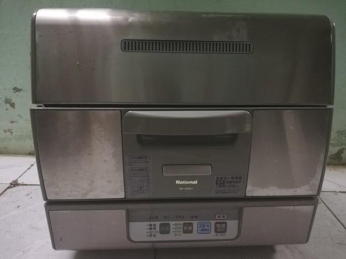 Máy rửa chén nội địa giá rẻ rửa 6 bộ chén đĩa0