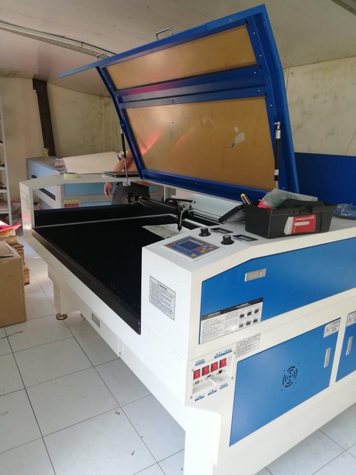 Máy laser 1390 cắt thiệp giấy