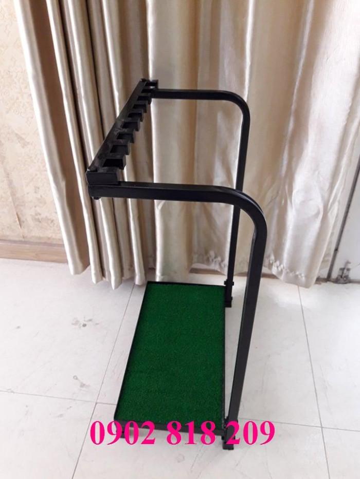 Giá để gậy golf có đế cỏ3