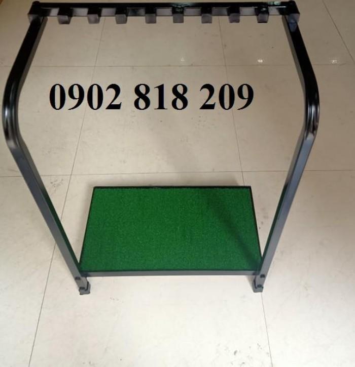 Giá để gậy golf có đế cỏ2