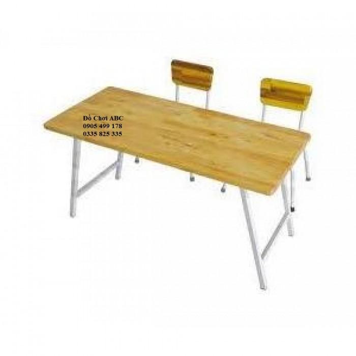 bàn gỗ mầm non chân sếp2