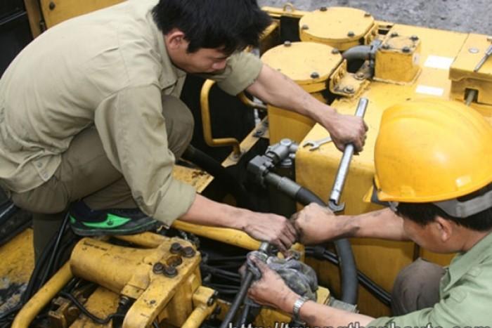 Sửa chữa máy ép thủy lực.2
