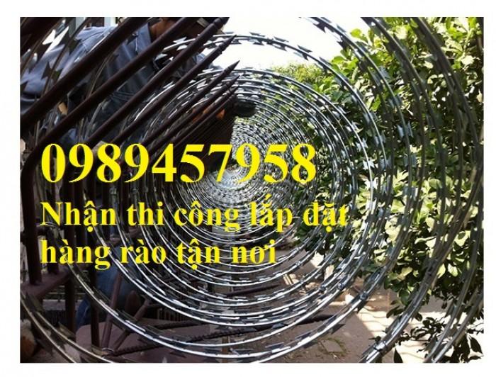 Nhận thi công lắp đặt hàng rào thép gai tận chân công trình3