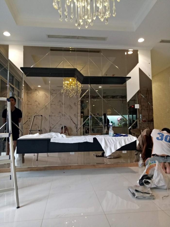 Thi công kính trang trí phòng khách - Nhôm kính Nhật Quang1