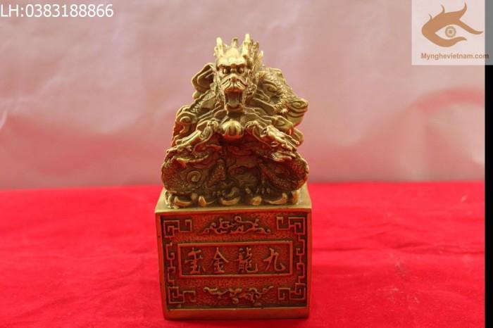 Ấn Cửu Long, Ấn Thăng Quan, Ấn Phong Quan, Ấn Rồng bằng đồng,Ấn Rồng,Ấn Đồng, Ấn đồng phong thủy Kích thước: 10cmx10cm cao 15cm Kích thước lớn hơn: 15x15cm cao 18cm Chất liệu: Đồng vàng nguyên chấ4