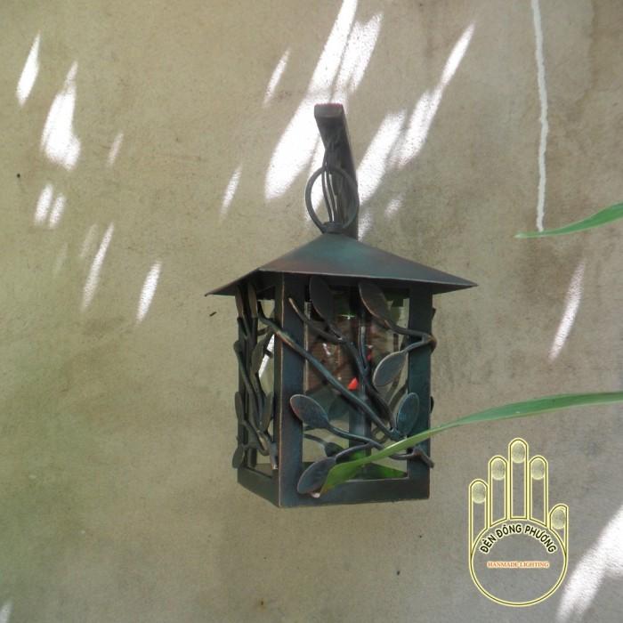 Đèn ốp tường sân vườn0