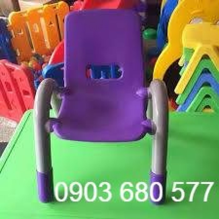 Ghế nhựa có tay vịn giá rẻ, an toàn cho bé