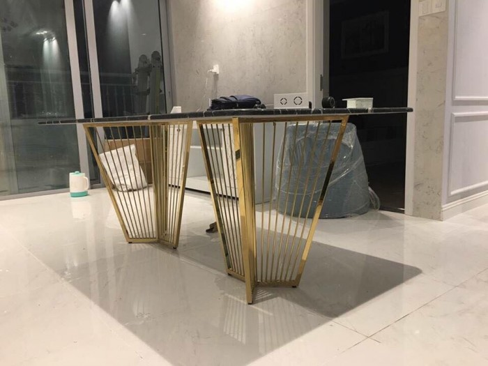 Bộ bàn ghế ăn chân Inox mạ titan vàng mặt đá3
