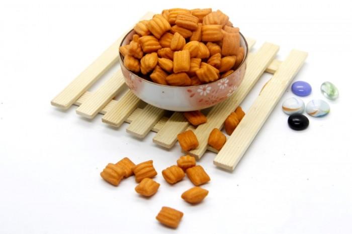 Combo 1 xâu 11 túi Bánh Vuông Hải Sản Tân Tân 25g1