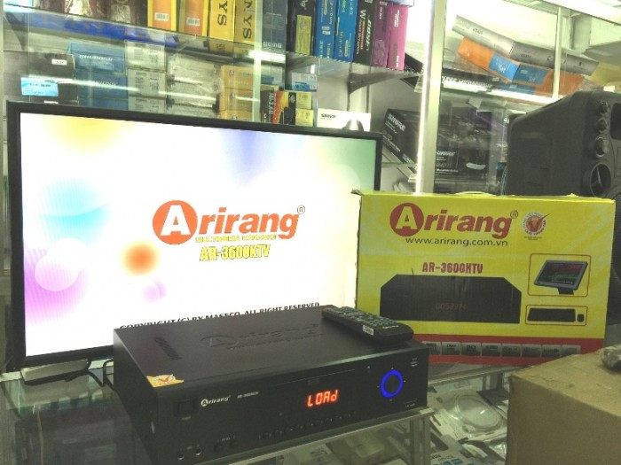 Đầu Arirang 3600KTV Điều khiển máy dễ dàng bằng remote, bàn phím/ chuột, màn hình cảm ứng (Touch Screen).