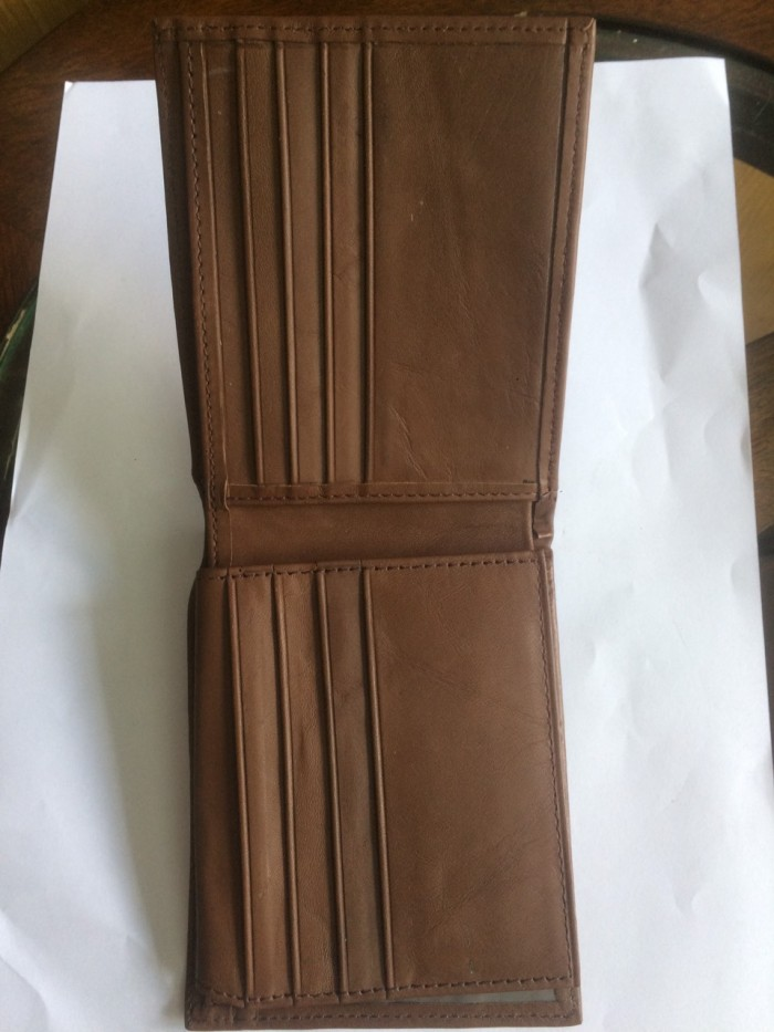 mặt trong của ví có nhiều ngăn