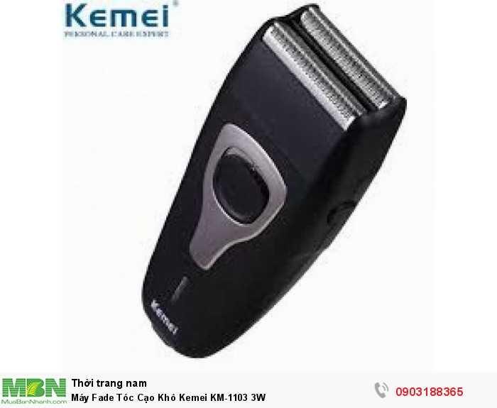 Phần trên lưỡi dao cạo được thiết kế một khung bảo vệ dạng lưới chắc chắn, tránh cho bạn khỏi những vết thương do dao gây ra. Máy sử dụng pin sạc rất tiện lợi, với thời gian sử dụng 1- 2h Để có một vẻ ngoài sang trọng, lịch lãm, đẹp trai cánh đàn ông thường xuyên phải cạo râu mỗi ngày tuy nhiên việc sử dụng những phương pháp cạo râu truyền thống khá tốn thời gian và công sức. Với máy cạo râu bỏ túi mini sẽ giúp bạn thay đổi bề ngoài một cách nhanh chóng. Chỉ Cần mở nắp và sử dụng không cần xà phòng, bọt cạo râu, wax... Bộ sản phẩm máy cạo khô KEMEI KM-1102 sẽ giúp bạn cạo râu, cạo trắng chấn FADE 1 cách dễ dàng. Sản phẩm phù hợp cho các tiệm tóc, salon cắt tóc. barber shop chuyên nghiệp.