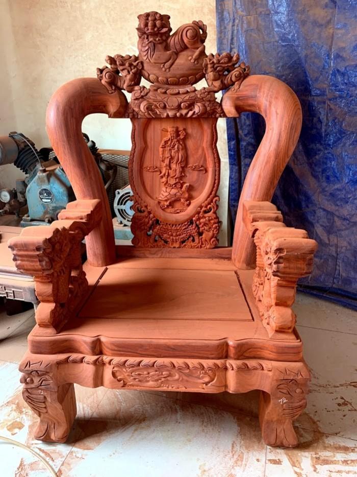 Bộ bàn ghế nghê đỉnh gỗ hương đỏ nam phi2