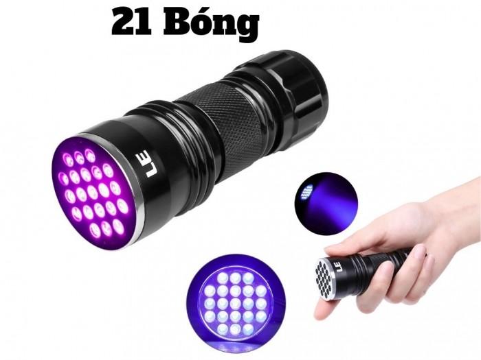 Đèn pin soi nhận biết tiền với thiết kế nhỏ gọn siêu tiện lợi, dễ dàng mang theo bên mình như 1 chiếc móc khoá. Đèn cấu tạo 21 bóng led ánh sáng cực tím siêu sáng, nút bấm on/off dễ dàng sử dụng.0