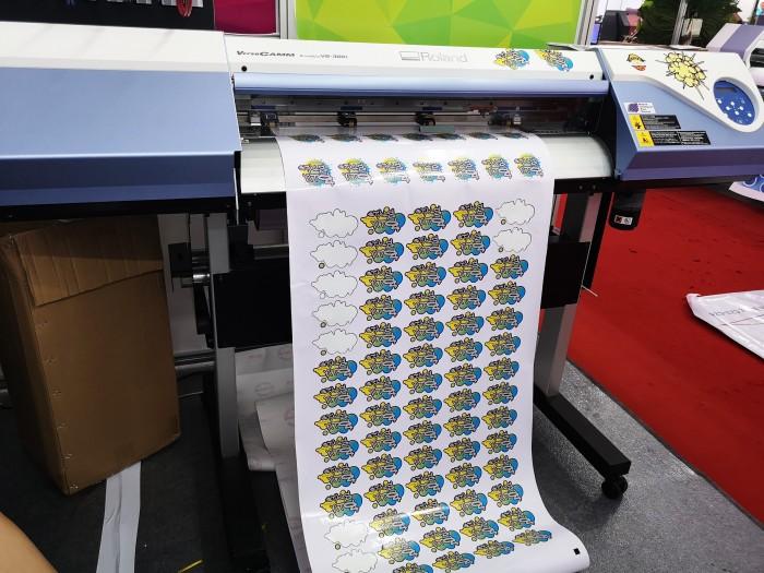 máy in và cắt decal0
