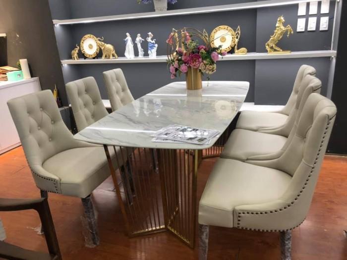 Bộ bàn ăn chân inox mạ titan vàng mặt đá kết hợp cùng ghế bọc da sang trọng4