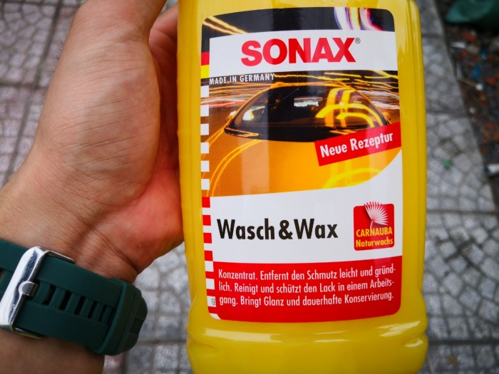 Nước Rửa Xe Đa Năng Bóng Sơn Kết Hợp Sonax Wash & Wax 313341 1000ml Tặng Khăn