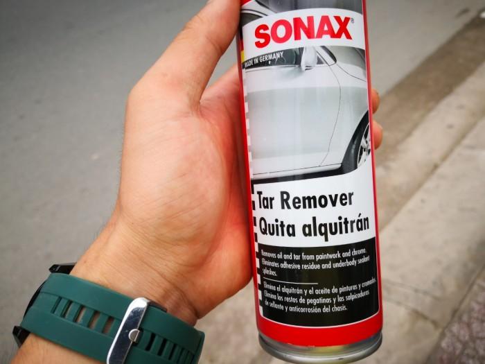 Xịt tẩy nhựa đường và keo Sonax chứa hoạt chất bảo vệ, không chỉ giúp bảo vệ lớp sơn nguyên bản của xe mà còn mang tới bề mặt bóng sáng, cho chiếc xe của bạn lúc nào trông cũng đẹp như mới.