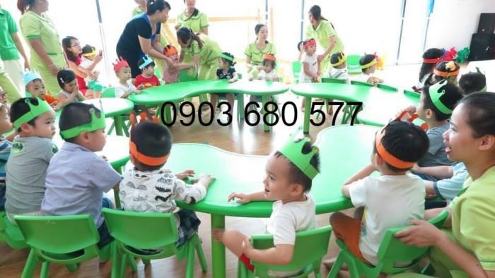 Mua bàn nhựa vòng cung cho trẻ em mầm non8