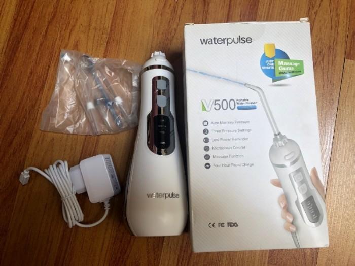 Máy tăm nước, Máy tăm nước Waterpulse V500  dễ dàng làm sạch thức ăn, mảng bám sâu giữa răng và nướu 1 cách an toàn nhất5