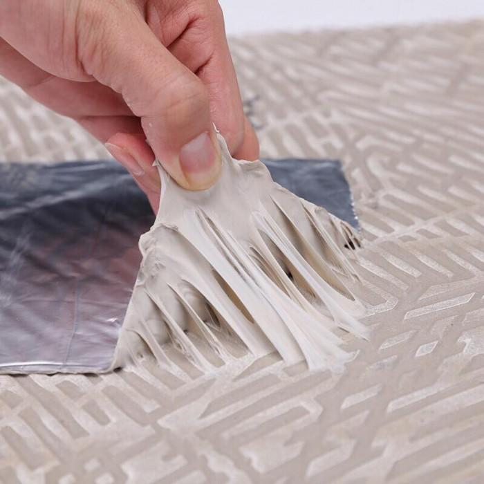 2. Khả năng cách nhiệt Bề mặt Băng keo chống thấm là lớp bạc có khả năng cách nhiệt kể cả với thời tiết nắng nóng từ bên ngoài. Lớp màng bạc này không chỉ cách nhiệt mà còn làm giảm quá trình phân huỷ lớp keo bên trong, giúp hiệu quả chống thấm bền lâu hơn bao giờ hết.1