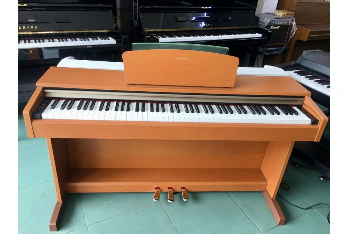 PIANO YAMAHA J-70004