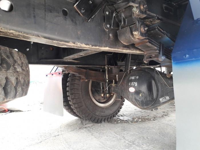 Khung xe chassis chắc chắn và dày,giúp xe chịu tải nặng rất tốt khi di chuyển trên đường