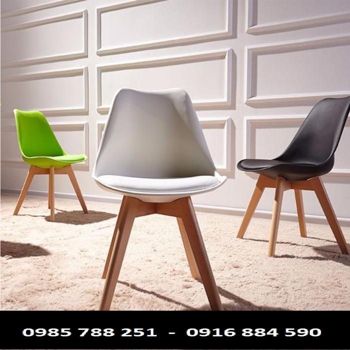 Bạn đang xem đúng xưởng chuyên cung cấp ra thị trường mẫu ghế gỗ phòng ăn Eames, hiện tại đây đang là mẫu sản phẩm được nhiều khách hàng ưa chuộng để bày trí cho không gian quán thêm phần khác biệt.  Mã sản phẩm: M002  Chất liệu: nhựa kết hợp chân gỗ, mặt